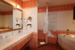 auberge-de-cassagne-junior-suite-salle-de-bain