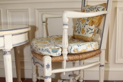 auberge-de-cassagne-fauteuil-provencal
