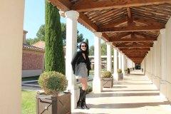 hotel-du-castellet-amelie-galerie-adossee-bottes-collants