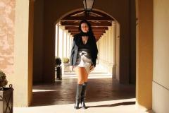hotel-du-castellet-amelie-galerie-bottes-cuisses-mini-jupe