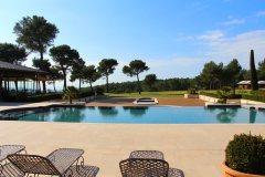 hotel-du-castellet-piscine-et-golf
