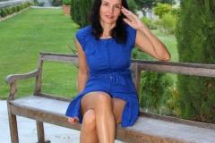 couvent-des-minimes-amelie-robe-bleue-assise-banc