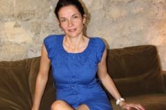 couvent-des-minimes-amelie-robe-bleue-assise-bar-dentelle