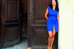 couvent-des-minimes-amelie-robe-bleue-devant-la-chapelle