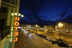 cuneo-piazza-galimberti-del-hotel-principe-notte