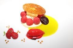 hiely-lucullus-gerald-azoulay-framboises-sur-alfajor-huile-olive-coriandre-