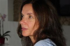 amelie-assise-portrait-trois-quarts-sein
