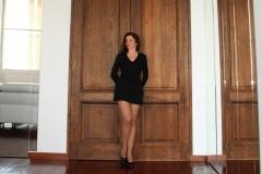 amelie-devant-la-grande-porte-miroirs