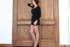 amelie-devant-la-grande-porte-profil