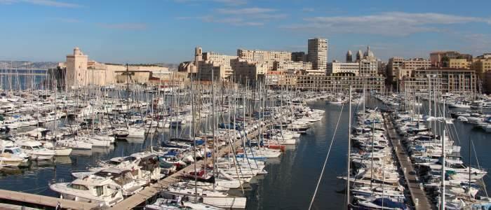 Marseille, Le Vieux-Port depuis le Radisson-Blu, au fond le Fort Saint-Jean