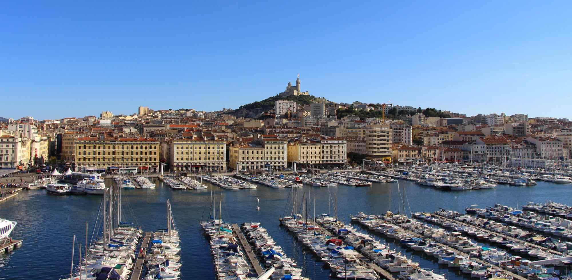 Marseille-Vieux-Port-panoramique-vu-de-La-Residence-Notre-Dame-de-la-Garde