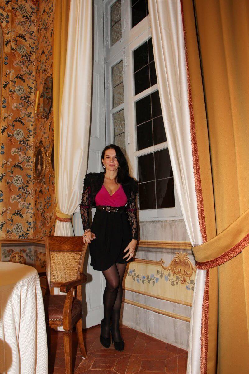 Amélie dans la salle à manger d'hiver du Castello di Guarene