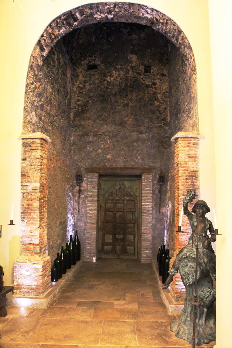 France, Provence, Haut Var, Dracénie, Château de Berne, porte ancienne.