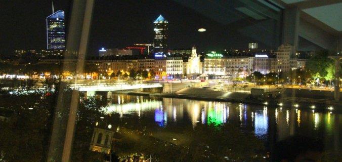 Europe, France, Lyon, restaurant les Trois Dômes, Christian Lherm, vue sur les quais du Rhône et les tours.