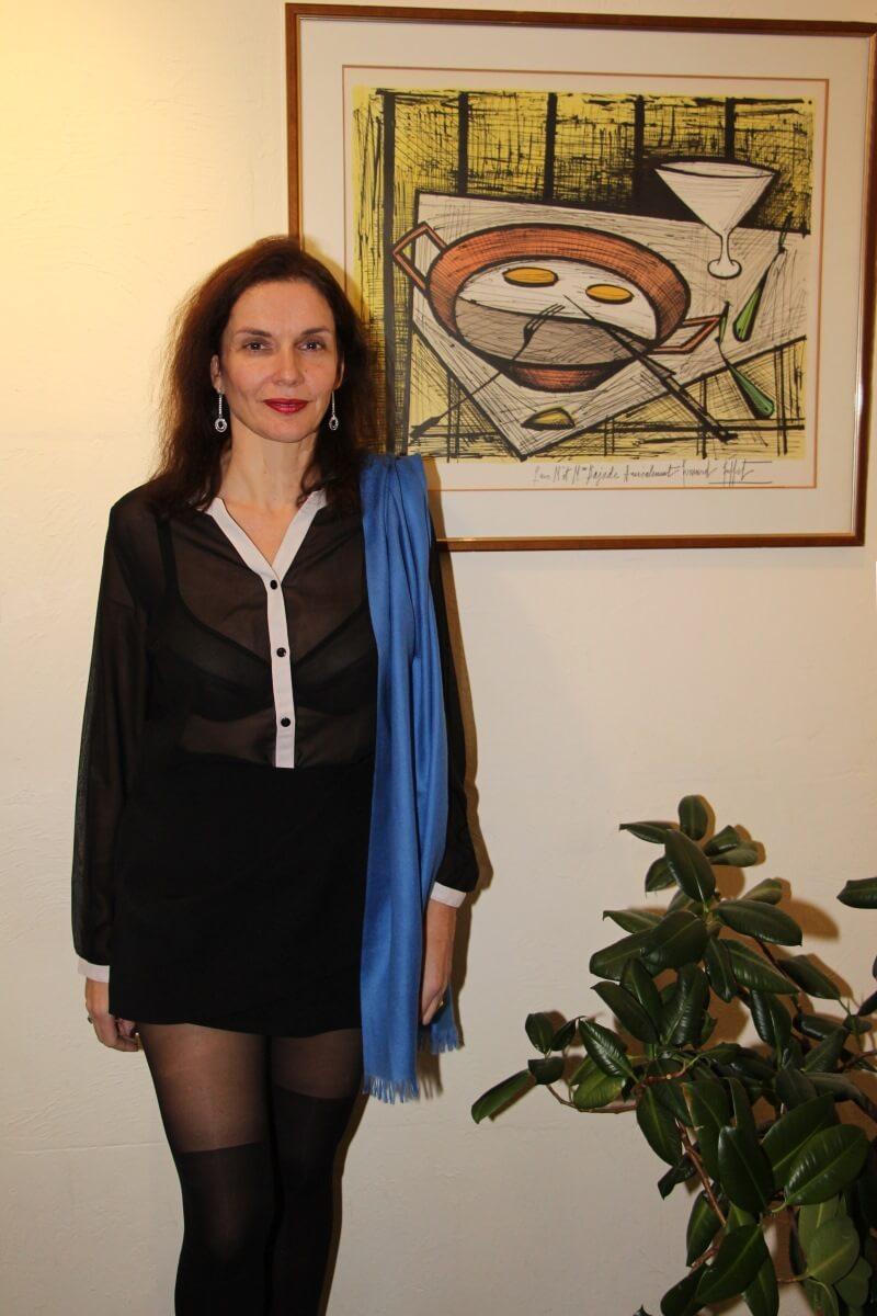 France, Provence, Haut Var, Dracénie, Tourtour, Amélie,chemisier transparent, soutien-gorge noir transparent. Sexy lady.