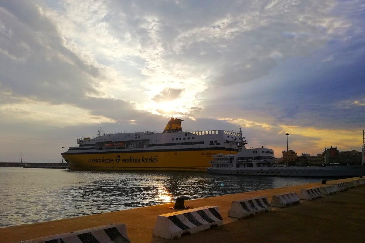 Corsica-Sardinia Ferries, Mega Express One, Sardaigne, lever de soleil.