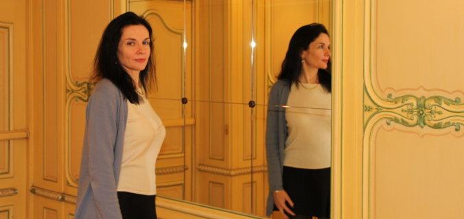 France, Paris, palace hôtel Le Régina, Art Nouveau. Amélie, miroir, jupe cou