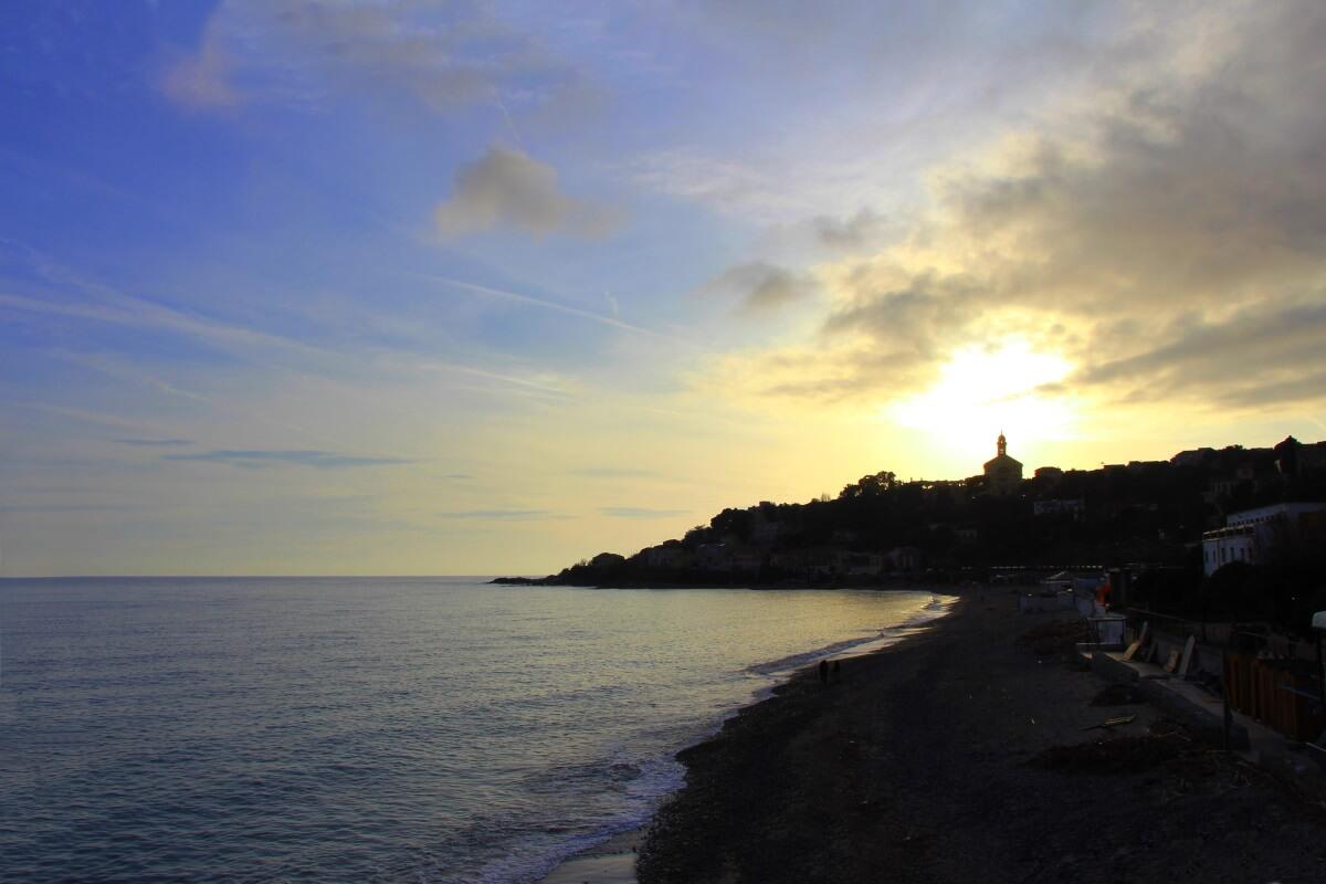 Italie, Ligurie, Riviera dei Fiori, Arma di Taggia, soleil couchant.