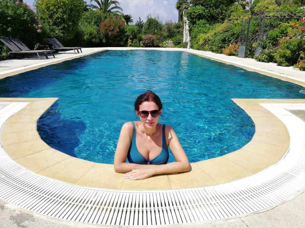 France, Côte d'Azur, Nice, Cimiez, Amélie, piscine, maillot décolleté.