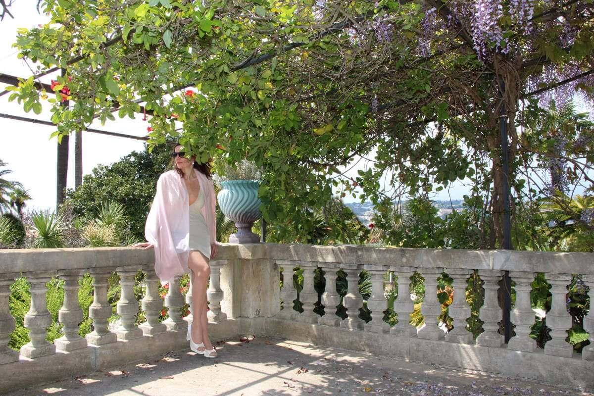 France, Côte d'Azur, Nice, Cimiez, Amélie, décolleté, robe jersey courte.